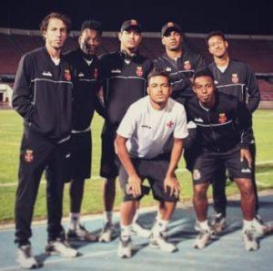 Rafael Galhardo aparece em foto polêmica com companheiros de time