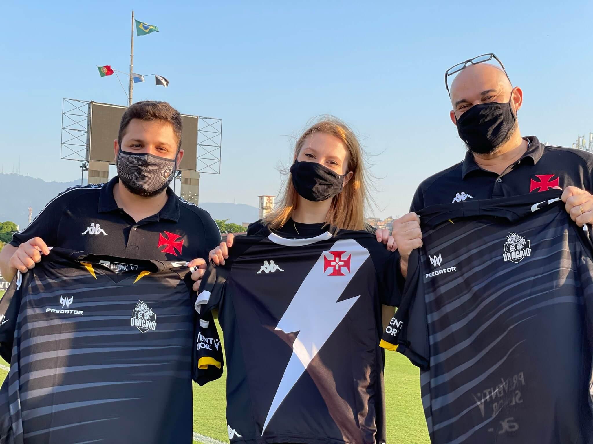 Foto marca parceria entre Vasco e Black Dragons no cenário dos E-Sports.