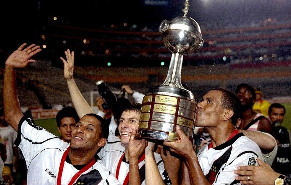Justiça determina penhora da taça da Copa Libertadores vencida pelo Vasco